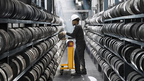 worker in extrusion die storage