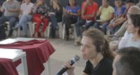 Elise Must speaking to a community meeting