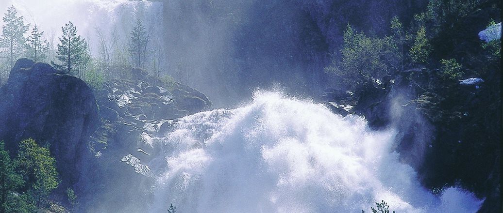 A_waterfall_in_Sogn.jpg