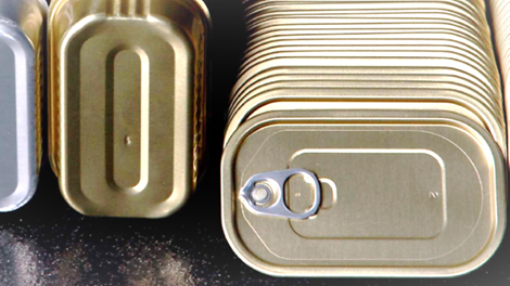 Aluminium food tins in gold and aluminium colour