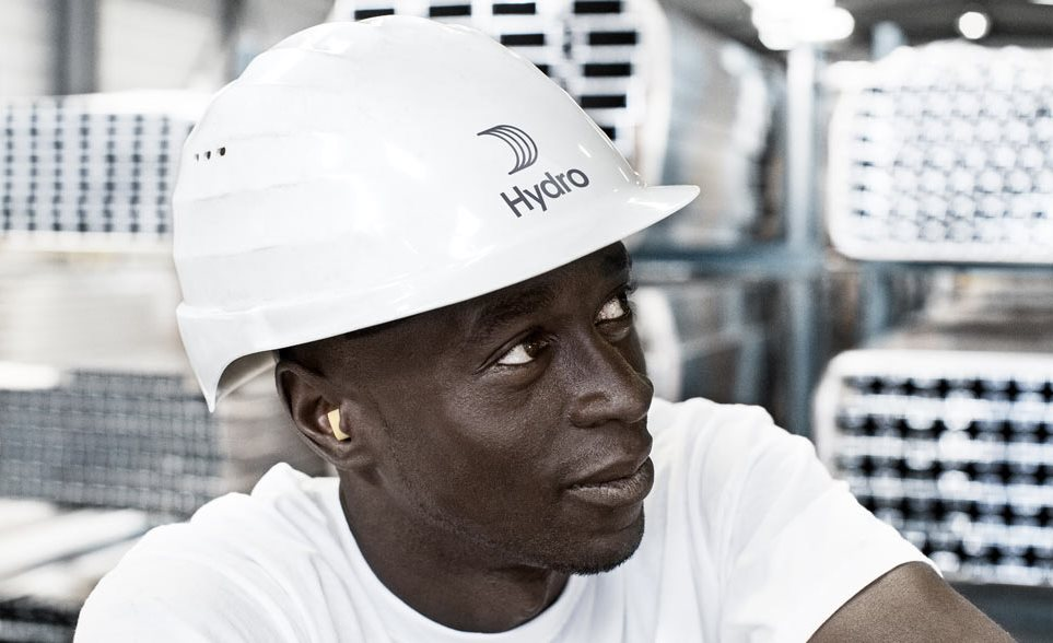 Worker in hard hat with Hydro logo