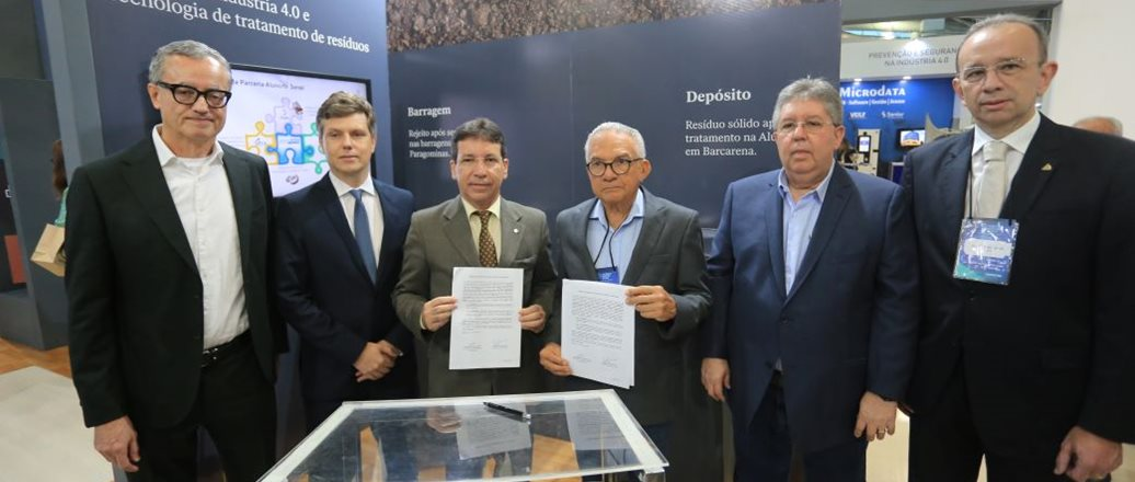 Executives of Hydro and the Federation of Industries of Pará during the signing of the agreement