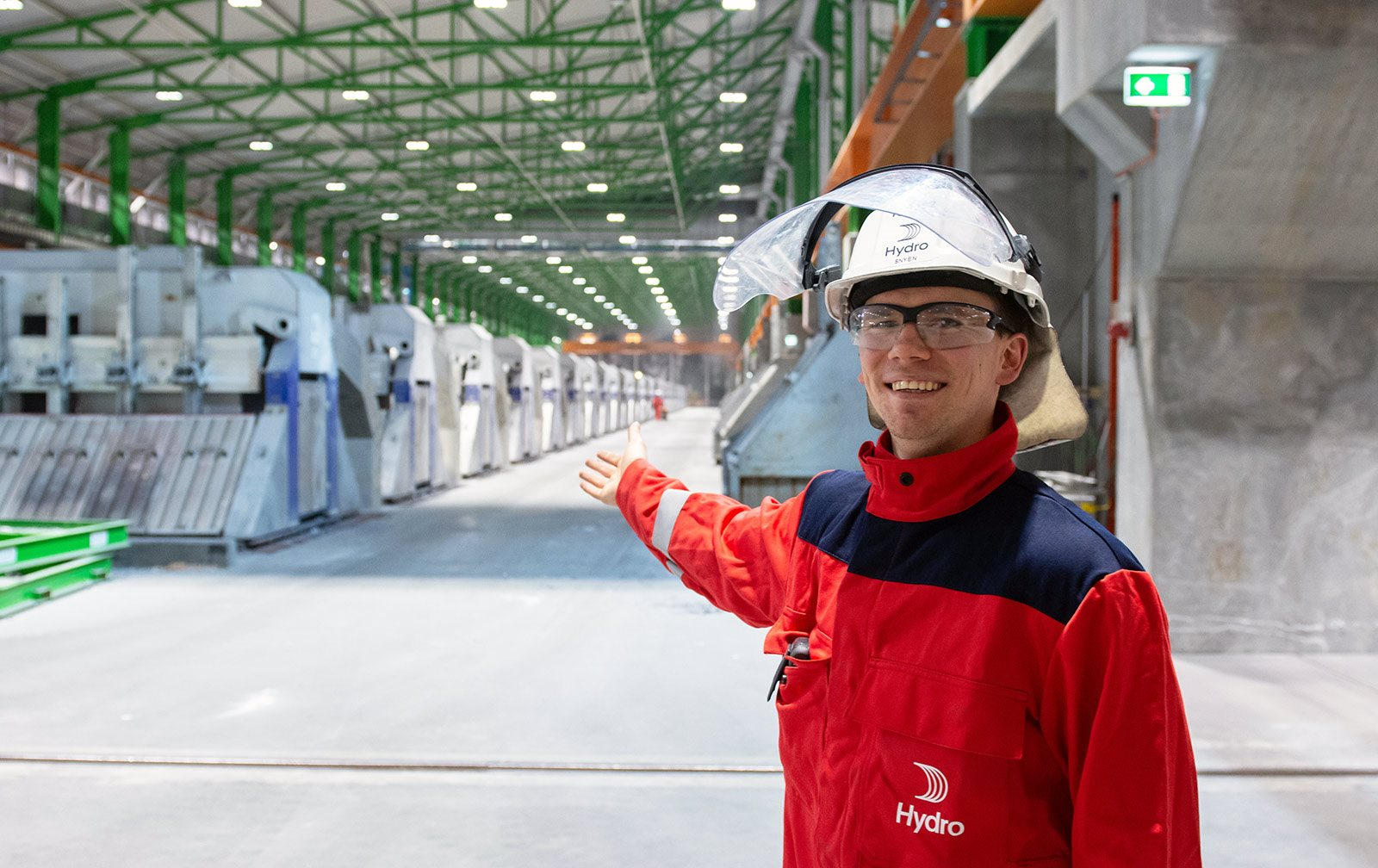 Hydro employee inside the Karmøy technology pilot